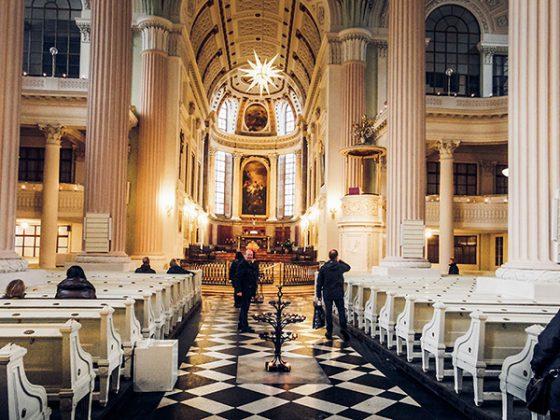 Aziz Nicholas Kilisesi ic kismi