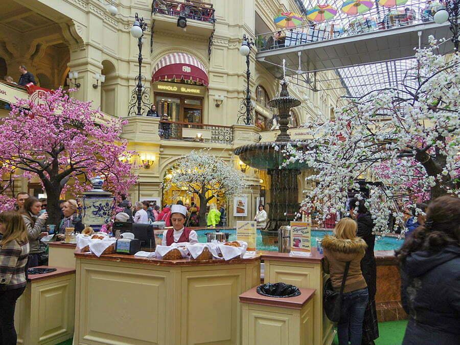 Gum Alisveris Merkezi ici - Moskova Kizil Meydani