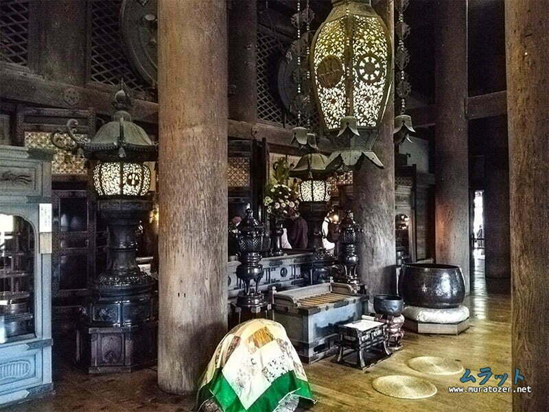 Ana salon icindeki dua yeri