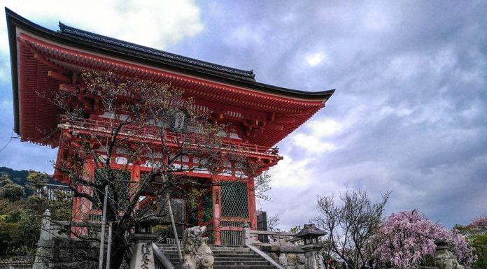 Kiyomizu Tapinagi Nio-mon gecidi