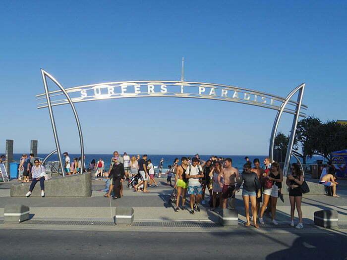 surfers-paradise-sahili