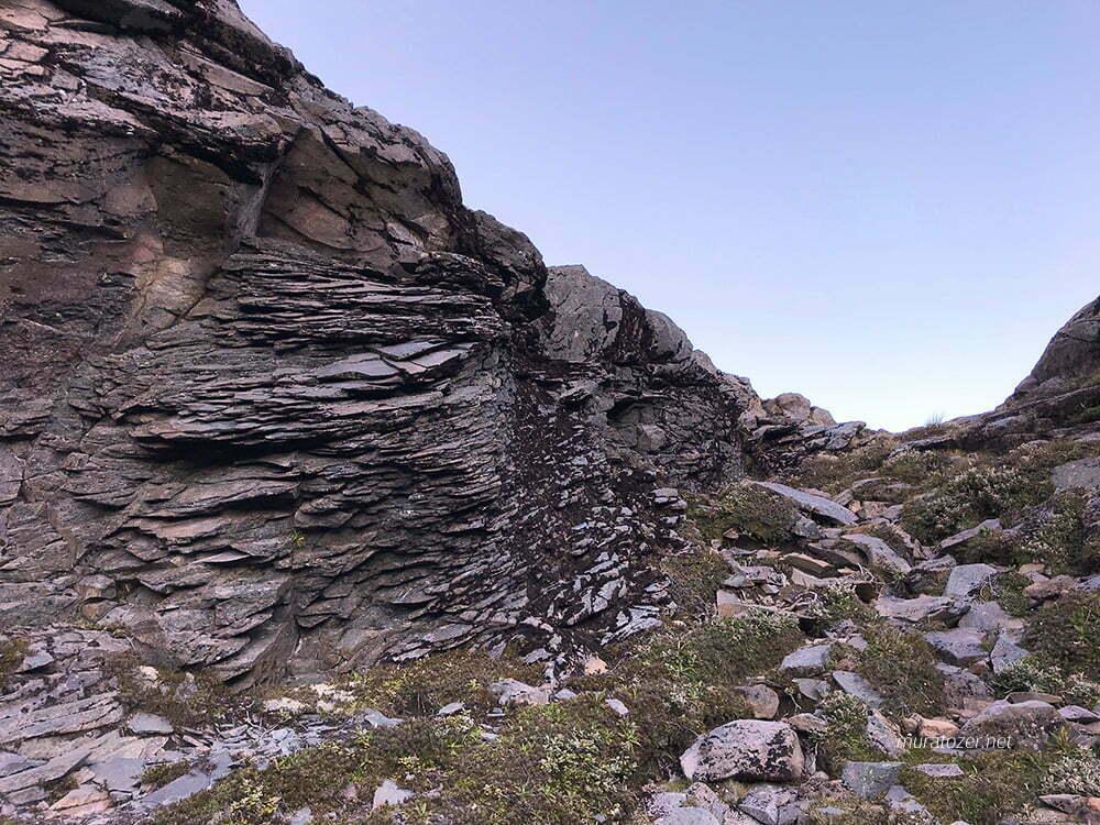 Ruapehu'nun kayalıkları.